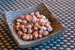 Açúcar que reveste amendoins roasted para o petisco fotos de stock royalty free