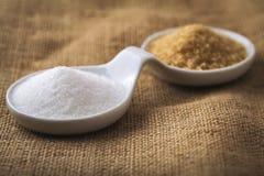Açúcar refinado e açúcar de bastão imagem de stock royalty free