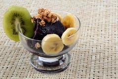Açaí avec des fruits Photographie stock libre de droits