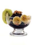 Açaí mit Früchten Stockfoto