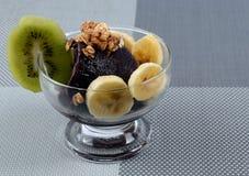 Açaí mit Früchten Stockfotografie