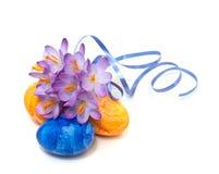 açafrão da mola com ovos de Easter Foto de Stock