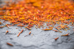 Açafrão oriental da especiaria em uma ardósia cinzenta Fotografia de Stock Royalty Free