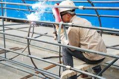 Aço chinês da soldadura do trabalhador Imagens de Stock Royalty Free
