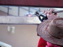 Aço da soldadura do trabalhador sem a proteção Fotos de Stock Royalty Free