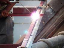 Aço da soldadura do trabalhador sem a proteção Imagem de Stock Royalty Free