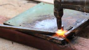 Aço de dobra do trabalhador industrial. vídeos de arquivo