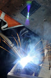 Aço e faíscas da soldadura Fotos de Stock