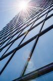 Aço e vidro - fachada espelhada do arranha-céus moderno Fotografia de Stock
