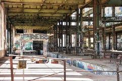 Aço estrutural e colocação de etiquetas: Casa velha do poder Foto de Stock Royalty Free