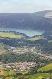 Açores ajardinam com lago e vila Furnas de Salto Cavalo Fotos de Stock Royalty Free
