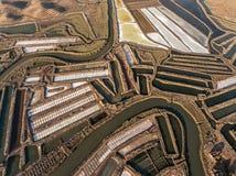 aéreo Campos Textured de lagos de sal pantanosos Salines Portugal Vila Real Santo Antonio Imagens de Stock Royalty Free