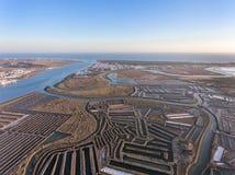 aéreo Campos texturizados de los lagos de sal cenagosos Vila Real Santo Antonio Imagen de archivo libre de regalías