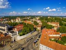 aéreo Ciudad vieja en Vilna, Lituania: la puerta del amanecer Fotografía de archivo libre de regalías