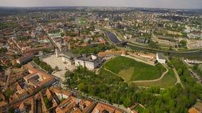 aéreo El panorama tiró de ciudad vieja en la capital de Lituania, Vilna Imágenes de archivo libres de regalías