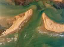 aéreo Imagen abstracta de las playas arenosas Ria Formosa Imagenes de archivo