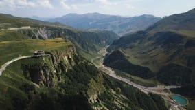 Aéreo - montanhas de Geórgia, Europa Montanhas de Cáucaso Carpathian, Ucrânia, Europa filme