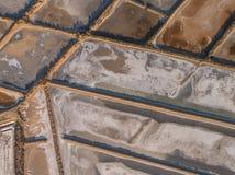 aéreo Opiniones salinas abstractas de los lagos del cielo Tavira Fotos de archivo libres de regalías