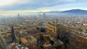 aéreo Panorama de la ciudad de FLORENCIA en Italia con la bóveda y el della Signoria de Palazzo y el río de arno foto de archivo libre de regalías