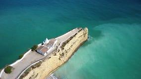 aéreo Vídeo del cielo, la playa de Armacao de Pera de la ciudad Algarve almacen de metraje de vídeo