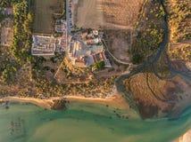 aéreo Vista asombrosa del cielo, el pueblo Cacela Velha Imagen de archivo