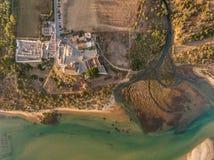 aéreo Vista asombrosa del cielo, el pueblo Cacela Velha Imagenes de archivo