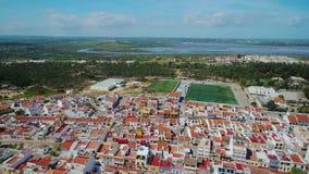 aéreo Vista del pueblo de Monte Gordo del cielo, filmado por el abejón almacen de video