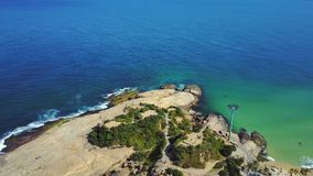 Aéreo voe perto sobre praias Ipanema Copacabana Rio de janeiro Brazil Video Footage vídeos de arquivo