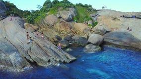 Aéreo vuele cerca sobre las playas Ipanema Copacabana Rio de Janeiro Brazil Video Footage almacen de metraje de vídeo