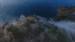aéreo Zangão sobre a névoa e os moinhos de vento filme