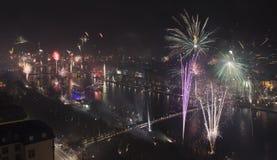 Aéreos Noche Vieja el fuego artificial magnífico Imagen de archivo libre de regalías