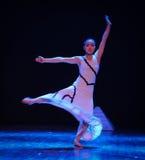 Aérez l'écoulement-course dans le danse-chorégraphe labyrinthe-moderne Martha Graham Photographie stock