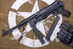 Aérez l'arme à feu molle avec les verres et le sort protecteurs de balles Photo libre de droits