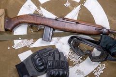Aérez l'arme à feu molle avec les verres et le sort protecteurs de balles Photo stock