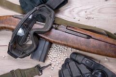 Aérez l'arme à feu molle avec les verres et le sort protecteurs de balles Photos libres de droits