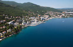 Aérez la photo d'Opatija la Riviera sur la Mer Adriatique en Croatie Photo stock