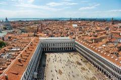 Aérez la vue à la place célèbre de San Marco à Venise Photos stock