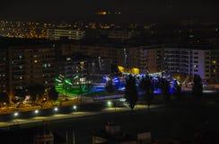 Aérez la vue de la ville de nuit de Lérida, Espagne image stock
