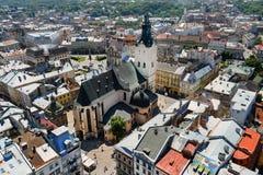 Aérez la vue sur la cathédrale et la partie centrale de la ville de Lviv Photographie stock
