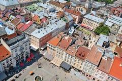 Aérez la vue sur la place du marché dans la ville de Lviv Images libres de droits
