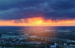 Aérez le coucher du soleil de vue au-dessus de la ville de Wroclaw, Pologne Photos stock