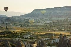 Aérez les baloons au lever de soleil dans le cappadocia, dinde Image libre de droits