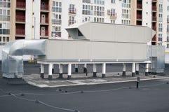 Aérez manipuler le dessus de toit d'unité pour le système de ventilation central Images libres de droits