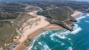 aérien Plage d'Amoreira sur le rivage d'Alzhezur Costa Vicentiva Photographie stock libre de droits
