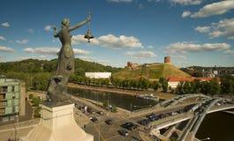 aérien Statue sur le bâtiment de l'électricité, Vilnius Images stock