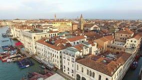 aérien Voler au-dessus du canal grand Venise, Italie Lever de soleil 4K clips vidéos