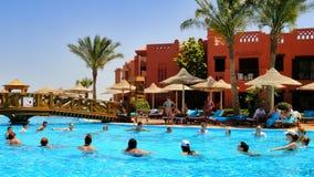 Aérobic d'eau dans l'hôtel d'Egyptien de piscine Image libre de droits