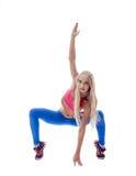 Aérobic faisante blonde sportive d'isolement sur le blanc Photos stock