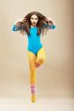 Aérobic. Gymnastique. Femme bien faite dans les vêtements de sport  Photos stock