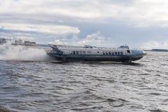 Aéroglisseur en rivière, peterburg de St Image libre de droits